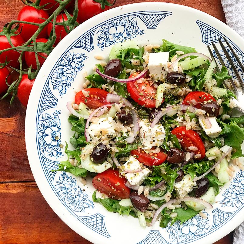 Emmerpasta risone græsk salat