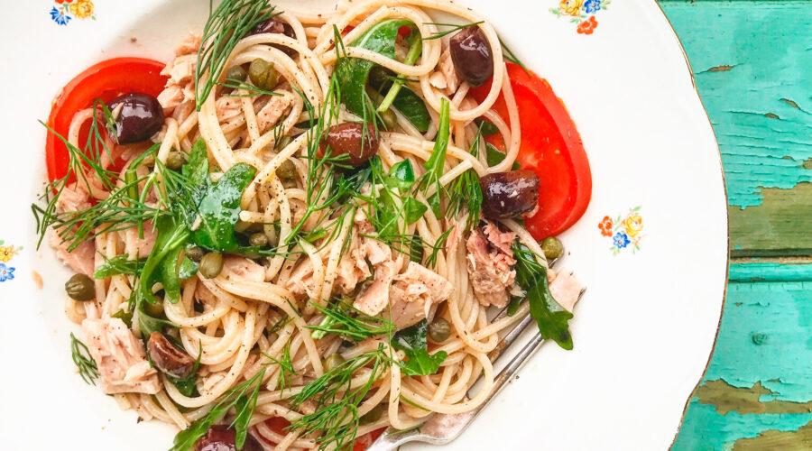 Emmer-spaghetti med tun, rucola, taggiascaoliven og citronolie